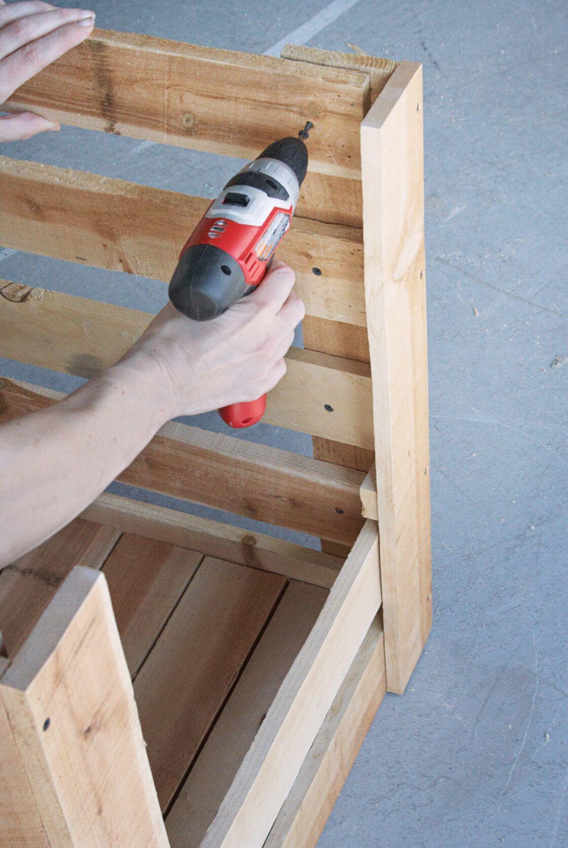 Fabriquer Un Composteur Avec Des Palettes comment faire un composteur en bois avec des palettes