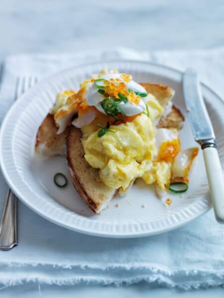 Bagels aux œufs brouillés et haddock