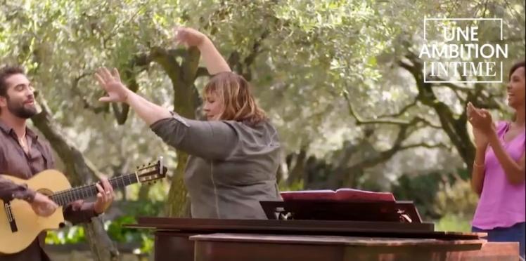 """Vidéo – Exclu : découvrez un extrait inédit du nouveau numéro d'""""Une ambition intime"""" avec Michèle Bernier… et Kendji Girac !"""