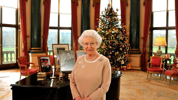Elizabeth II : quand la reine se prend pour la Mère Noël (et fait le bonheur de ses employés)