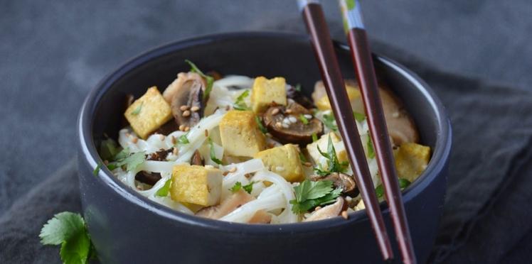 Nouilles de riz, champignons et tofu
