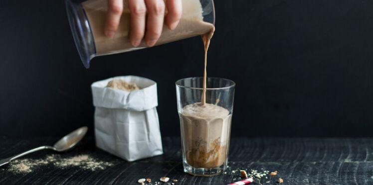 Milkshake végétal noix et caramel de dattes
