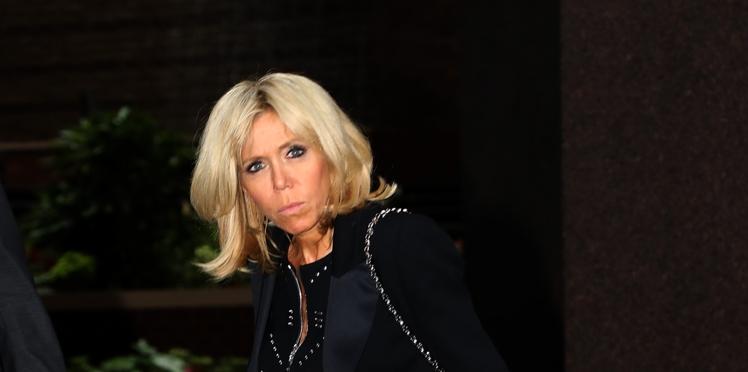 """Brigitte Macron : Marc-Antoine Le Bret se moque de la Première dame et provoque le malaise sur le plateau des """"Enfants de la télé"""""""