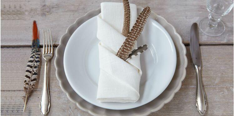 Un pliage de serviette porte couvert facile et rapide