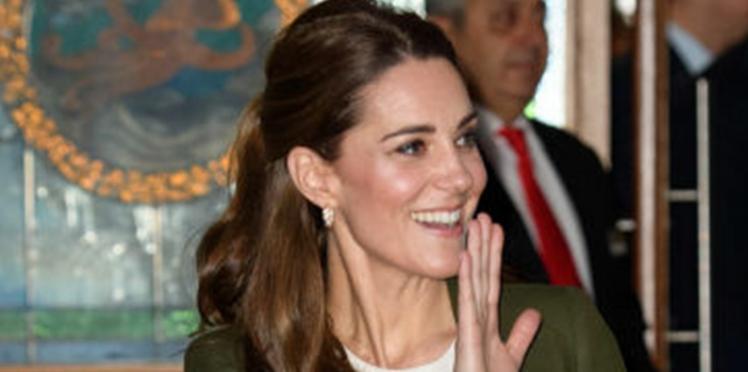 PHOTOS – Kate Middleton ose le pantalon extra large (et ça lui va plutôt bien) !