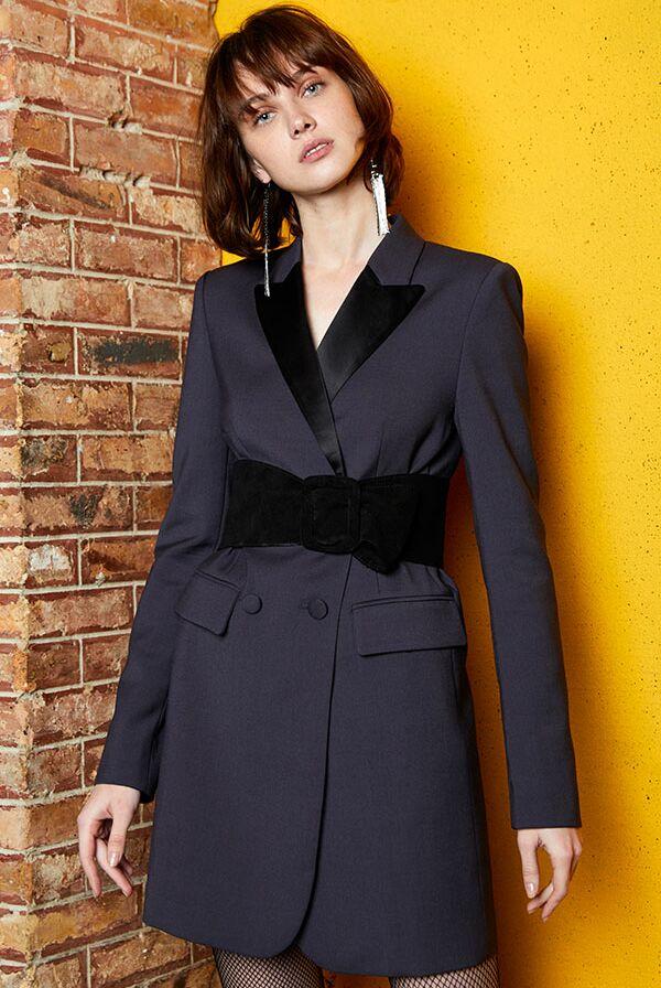 Comment porter une ceinture sur un manteau (et éviter l effet robe ... 6ec7925f412