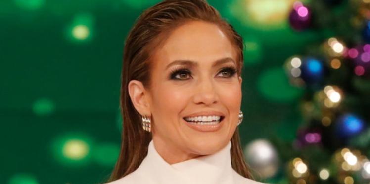 PHOTOS - Jennifer Lopez : à presque 50 ans, la bomba latina ose une robe totalement délirante !