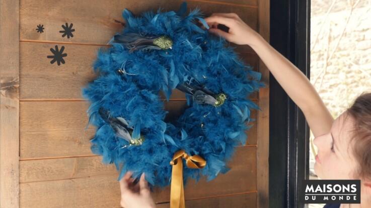 Déco de Noël tendance : une couronne facile avec un boa