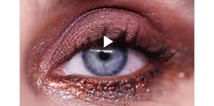 VIDÉO - Un smoky-eye glamour à paillettes  pour les fêtes
