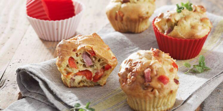 Mini-cakes au bacon, pesto, mozzarella et poivron