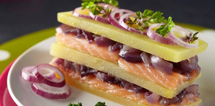 Millefeuille de Pompadour Label Rouge, saumon mariné et confit d'oignons rouges
