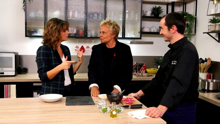 Vidéo EXCLU - Burn-out, homophobie, chirurgie : Muriel Robin se confie à Faustine Bollaert
