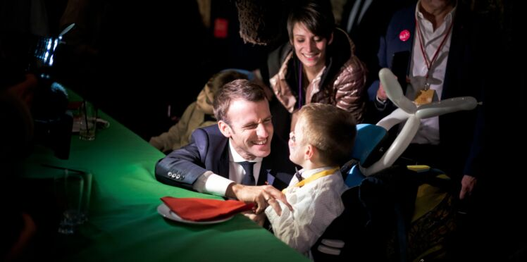 Emmanuel Macron attendri par la confidence d'un enfant au Noël de l'Elysée