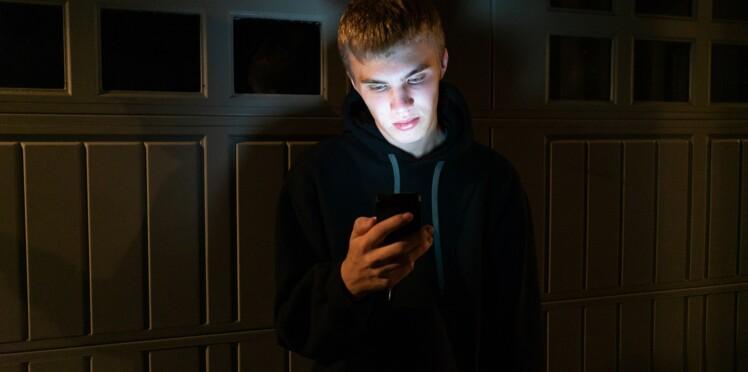"""Témoignage : """"Comment j'ai soutenu mon enfant harcelé sur le web"""""""