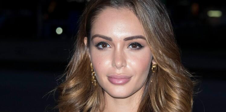 Nabilla, plus tendance que jamais : son look parfait avec bottines du moment et it bag ultra-chic (on adore !)