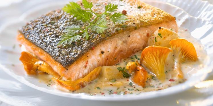 Pavés de saumon, crème de girolles