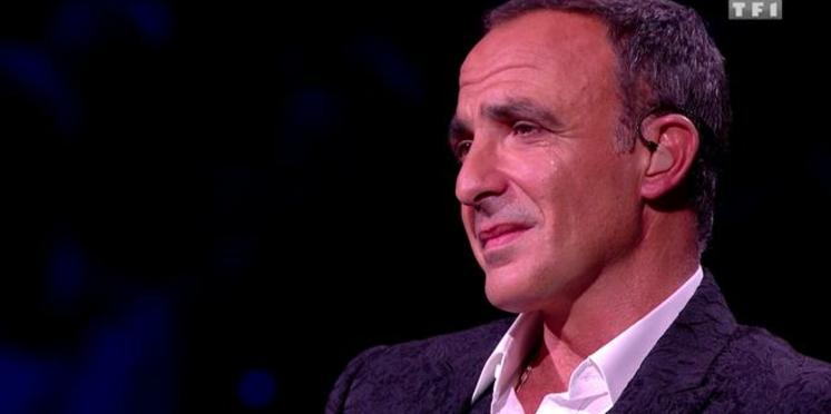 """Nikos Aliagas : pourquoi il a fondu en larmes sur le tournage de sa nouvelle émission """"La chanson secrète"""""""