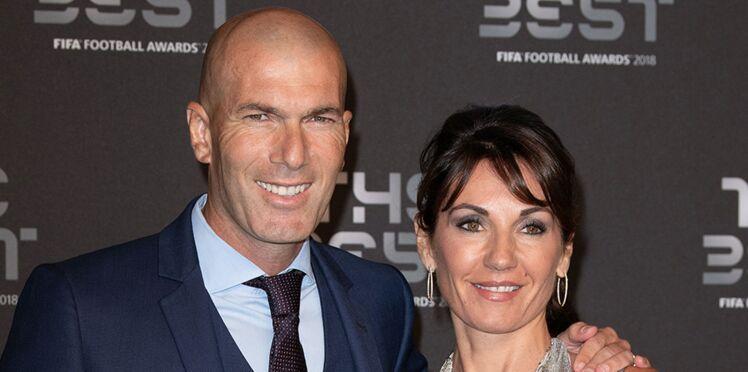 Photo – Véronique Zidane sexy en maillot de bain, elle profite de ses vacances en famille