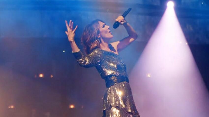 Céline Dion s'éclate dans une robe de soirée noire et dorée