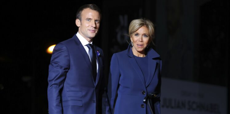 Photos - Emmanuel et Brigitte Macron : barbe naissante et grands sourires, le couple photographié lors d'un dîner en amoureux