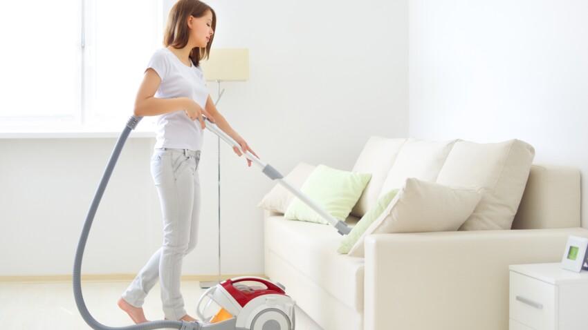 Comment nettoyer naturellement un canapé en tissu ?