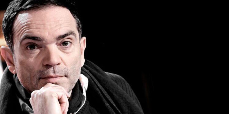 """Yann Moix affirme """"incapable d'aimer une femme de 50 ans"""" : il répond à la polémique et se justifie"""