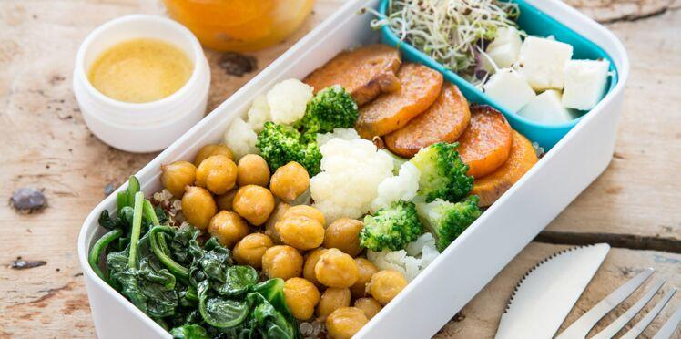 Lunch box chou-fleur et brocolis, pois chiches rôtis, quinoa, feta et patate douce