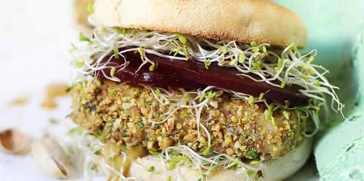 Veggie burger au halloumi pané à la pistache