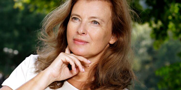 Photo - Valérie Trierweiler s'affiche seins nus pour répondre à Yann Moix