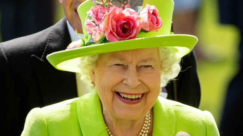 La reine Elizabeth II porte un accessoire fétiche depuis 50 ans : découvrez lequel !
