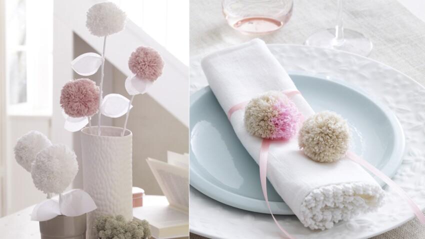 DIY facile et pas cher : un rond de serviette à pompons pour un baptême