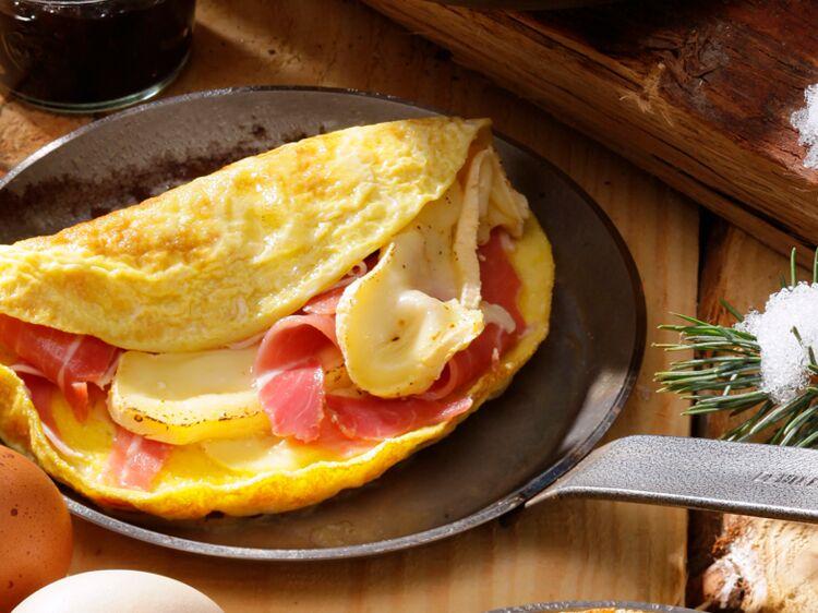 Omelette au reblochon et jambon de montagne : découvrez les recettes de cuisine de Femme Actuelle Le MAG