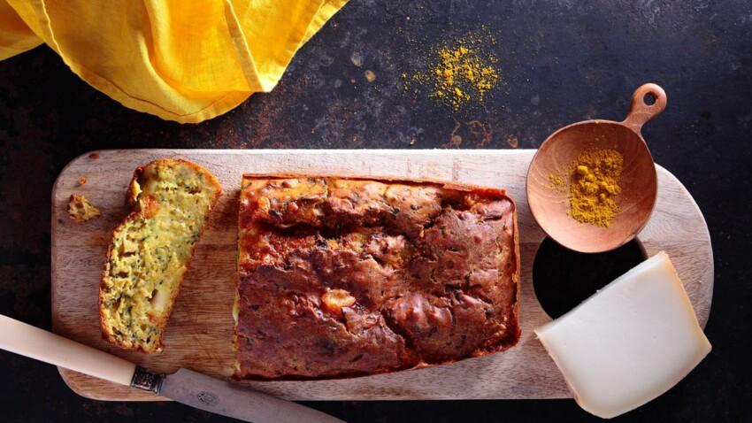 Cake moelleux à la courgette, au curry et à la tomme de chèvre
