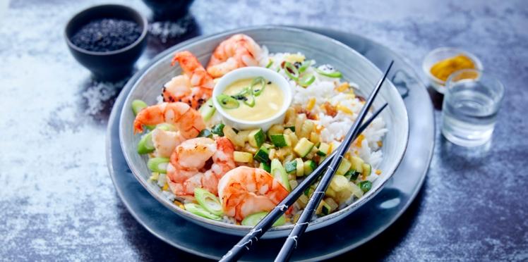 Poke Bowl de crevettes, courgettes et riz aux raisins