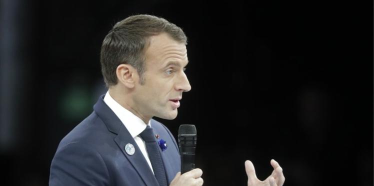 """""""Il y en a qui déconnent"""", la petite phrase d'Emmanuel Macron polémique devant des élus"""