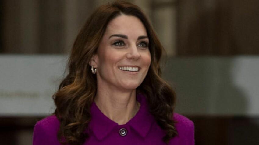 PHOTOS - Kate Middleton serait-elle en panne d'inspiration ? Elle copie le look flashy de Meghan Markle 2 jours après elle !