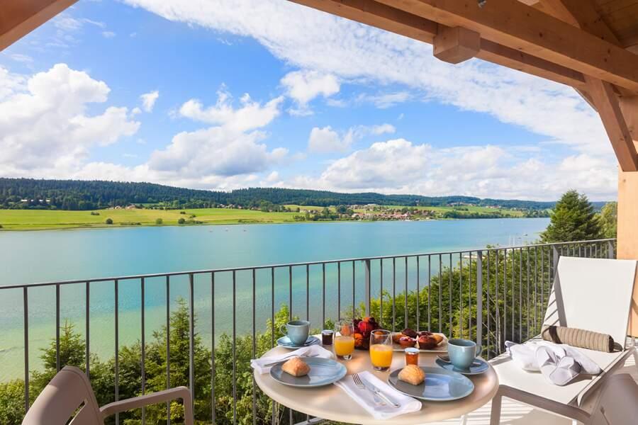 Pause idyllique et bien-être au bord du lac de Saint-Point