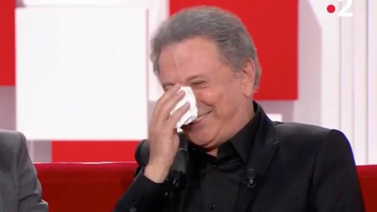 Michel Drucker pris d'un fou rire après une blague sur son physique