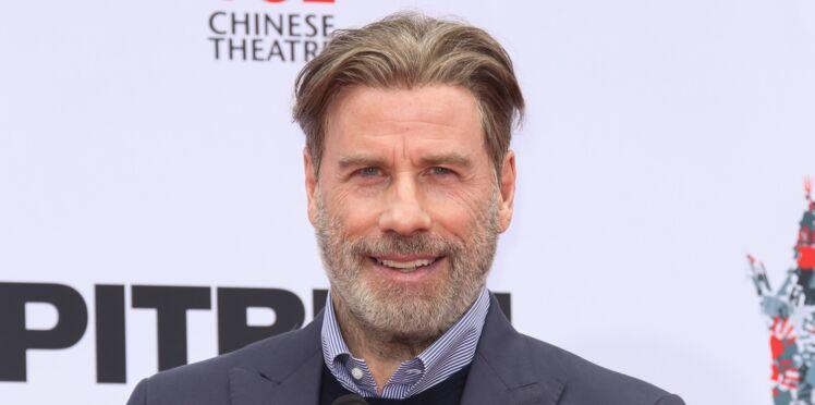 PHOTOS - John Travolta métamorphosé : il s'est rasé la tête !