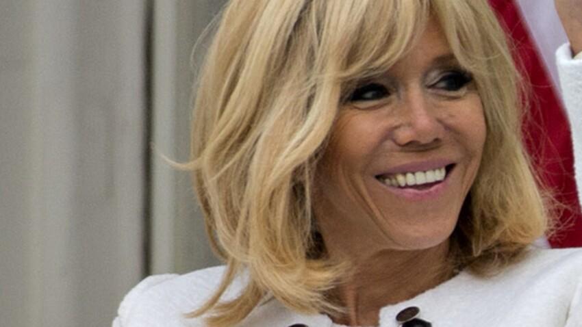 """PHOTOS - Brigitte Macron ressort les baskets ! (et surprend avec son look """"audacieux"""" !?)"""