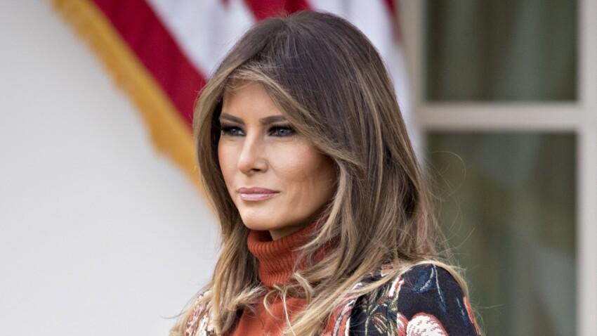Melania Trump sublime dans son total look noir et manteau blanc