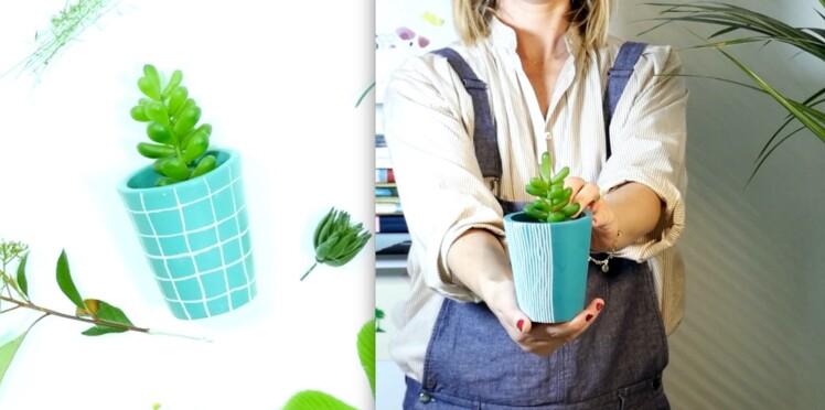 diy vid o peindre un pot de fleurs en terre cuite femme actuelle le mag. Black Bedroom Furniture Sets. Home Design Ideas