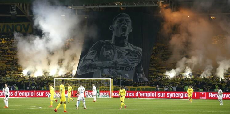 Photos - Disparition d'Emiliano Sala : les joueurs du FC Nantes, en larmes, lui rendent un vibrant hommage