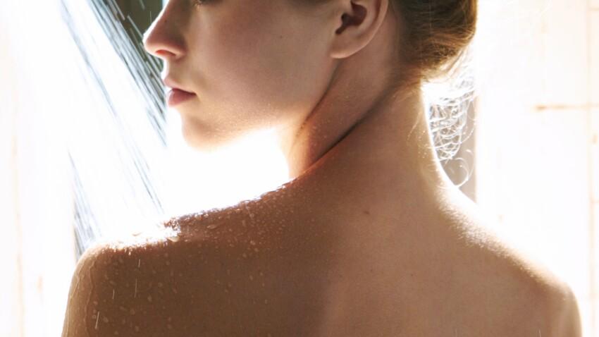 10 astuces beauté à réaliser sous la douche