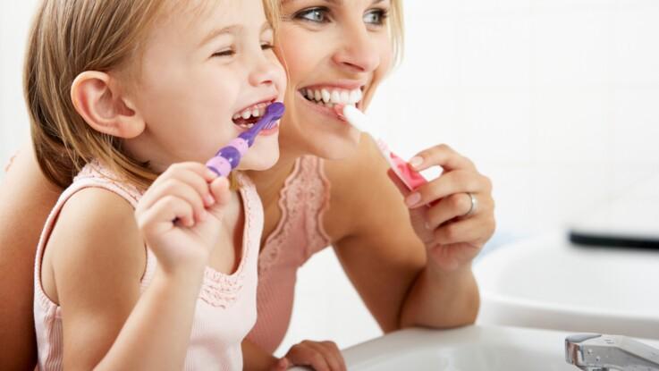 Brossage des dents : attention aux erreurs que font les enfants et qui peuvent être dangereuses