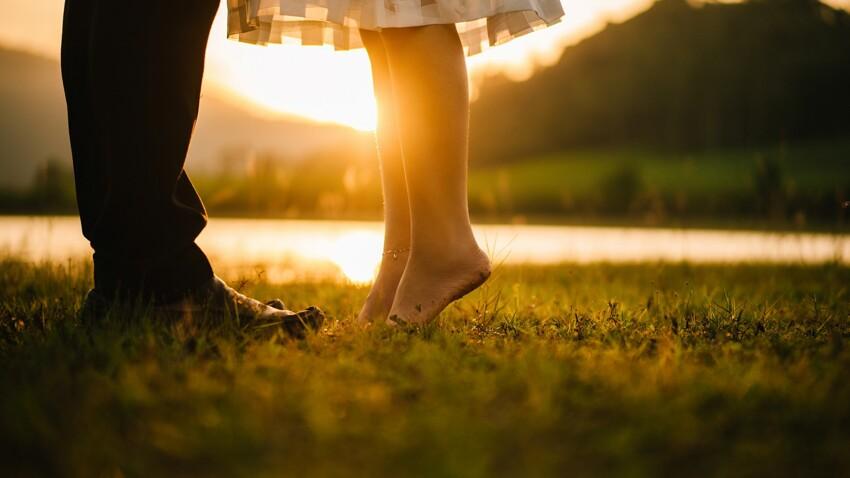 Comment savoir s'il est amoureux ? Les preuves d'amour des signes du zodiaque selon notre astrologue
