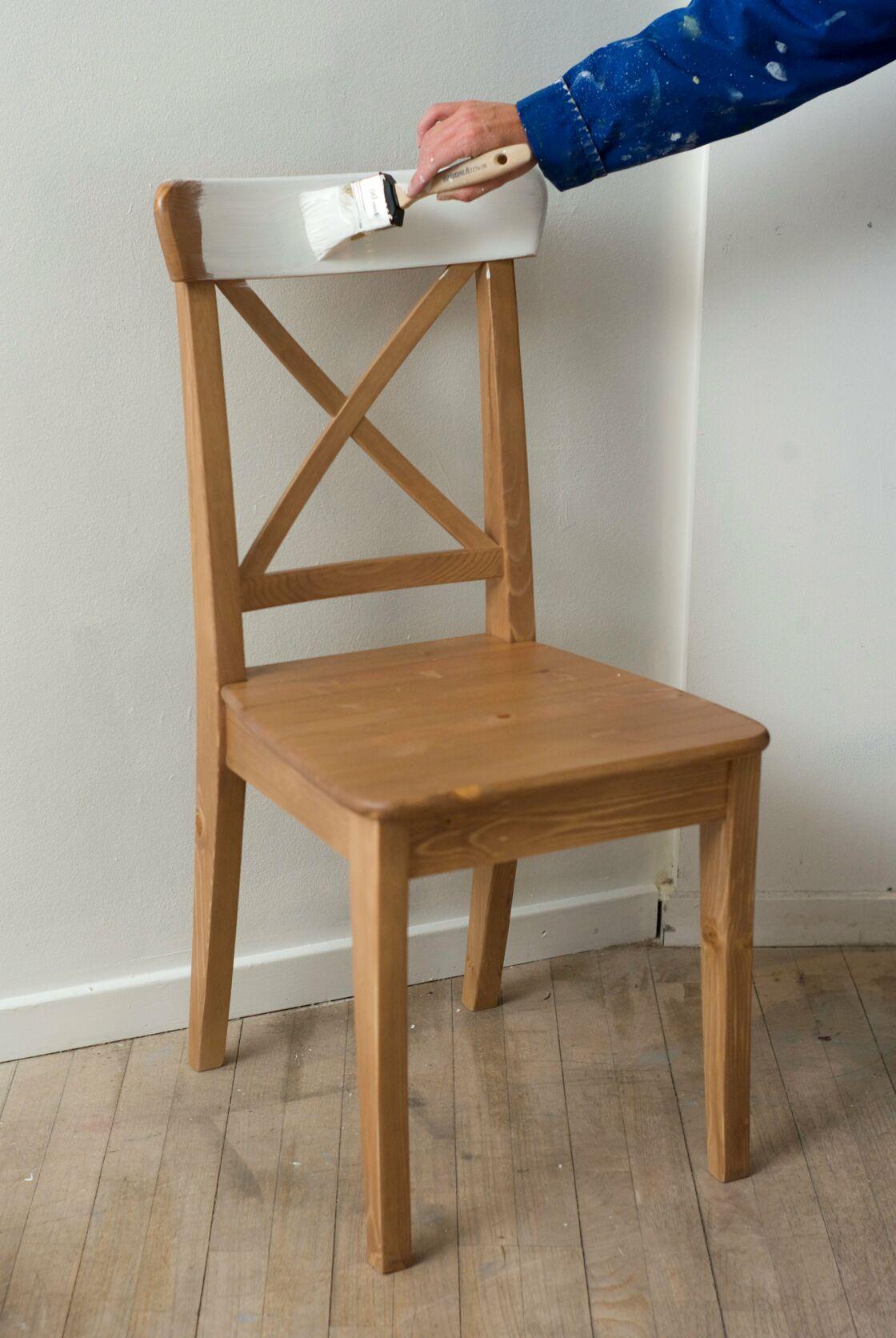 Relooker Une Table En Bois relooking de meuble : comment peindre et tapisser une chaise
