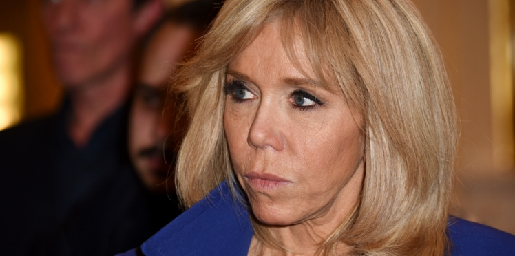 """Brigitte Macron porte plainte contre un internaute menaçant pour """"provocation publique"""""""