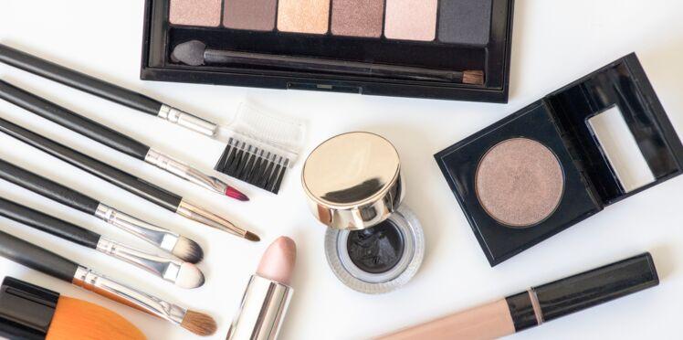 Mascara, blush, fond de teint : combien de temps conserver ses produits cosmétiques ?