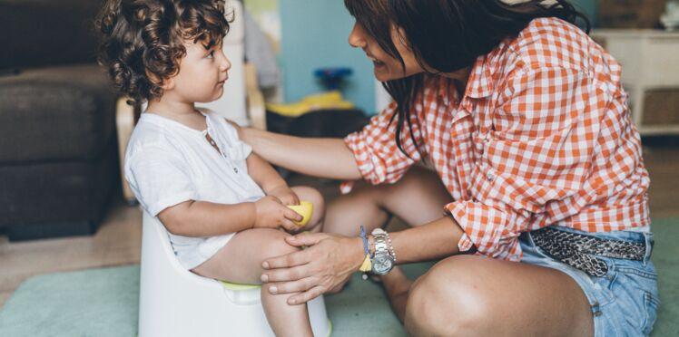 Comment savoir si mon enfant est prêt à aller sur le pot et comment l'aider ?